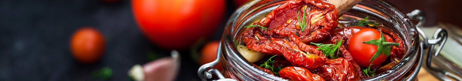 pomidory suszone w słoiku